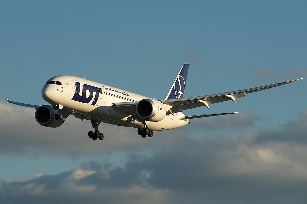 LOT Polish Airlines Boeing 787 8 Dreamliner SP LRF at Toronto Pearson International Airport