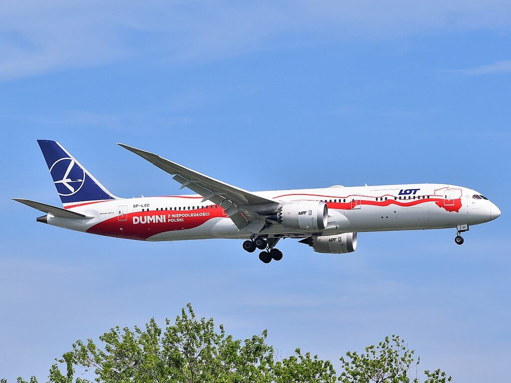 LOT Polish Airlines Boeing 787 9 Dreamliner SP LSC Proud of Polish Independence Polish side approaching JFK Airport