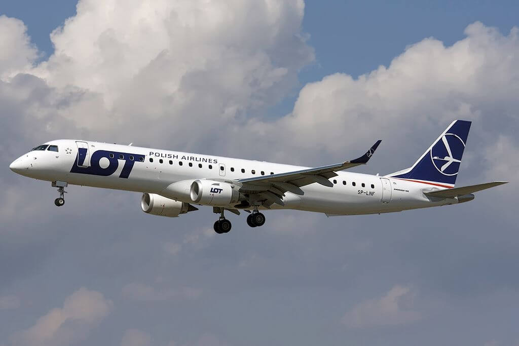 Embraer 190 200LR LOT Polish Airlines SP LNF at Barcelona Airport