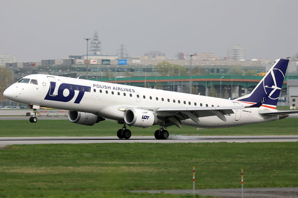 LOT Polish Airlines Embraer ERJ 195 SP LNE landing at Chopin Airport