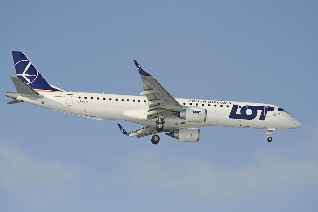 LOT Polish Airlines SP LND Embraer ERJ 190 200LR 195LR at Sheremetyevo International Airport