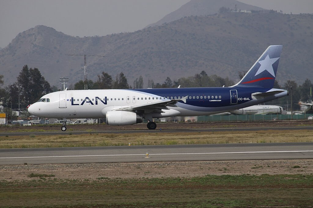 Airbus A320 200 CC BAL LAN Airlines LATAM at Comodoro Arturo Merino Benítez International Airport