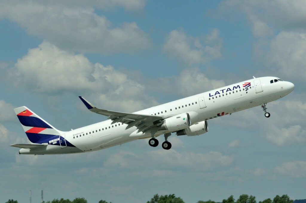 Airbus A321 211SL LATAM Airlines Chile CC BEL