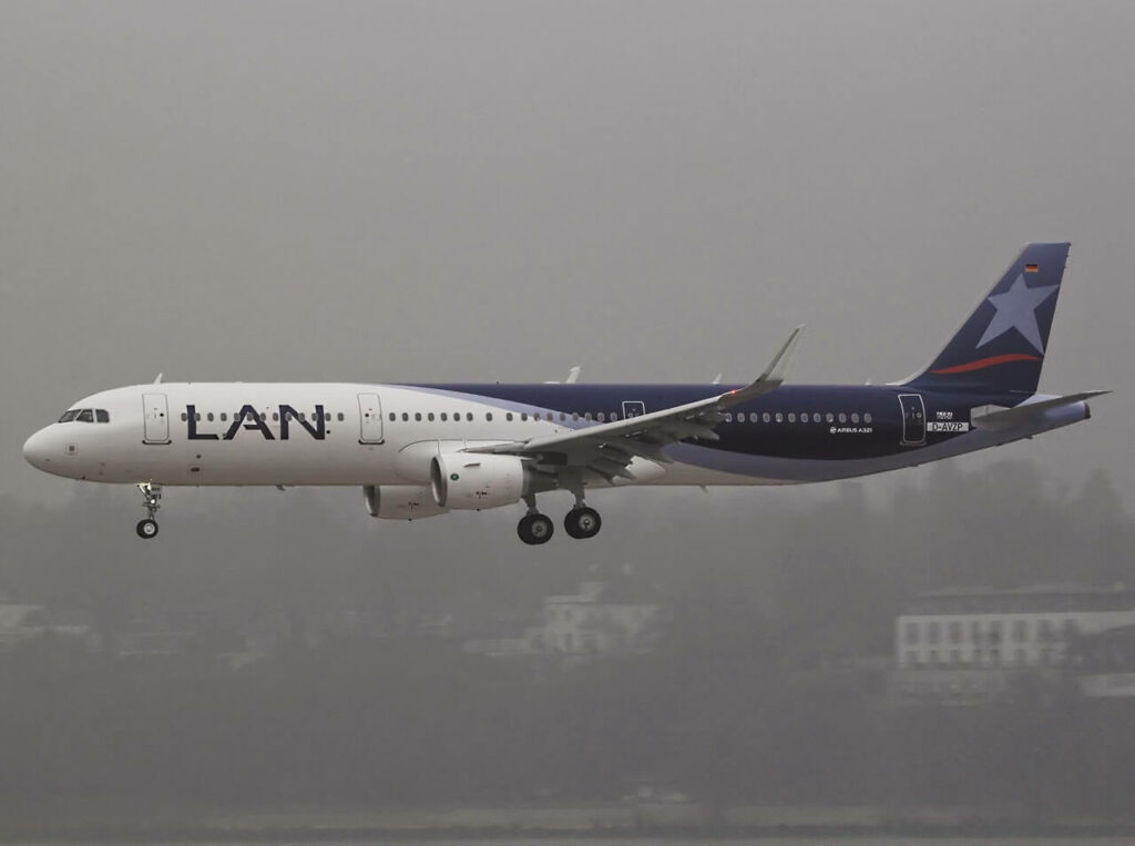 Airbus A321 211SL LATAM Airlines Chile LAN CC BED