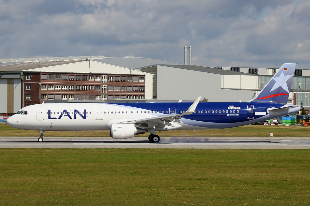 Airbus A321 211SL LATAM Airlines Chile LAN CC BEE at Hamburg