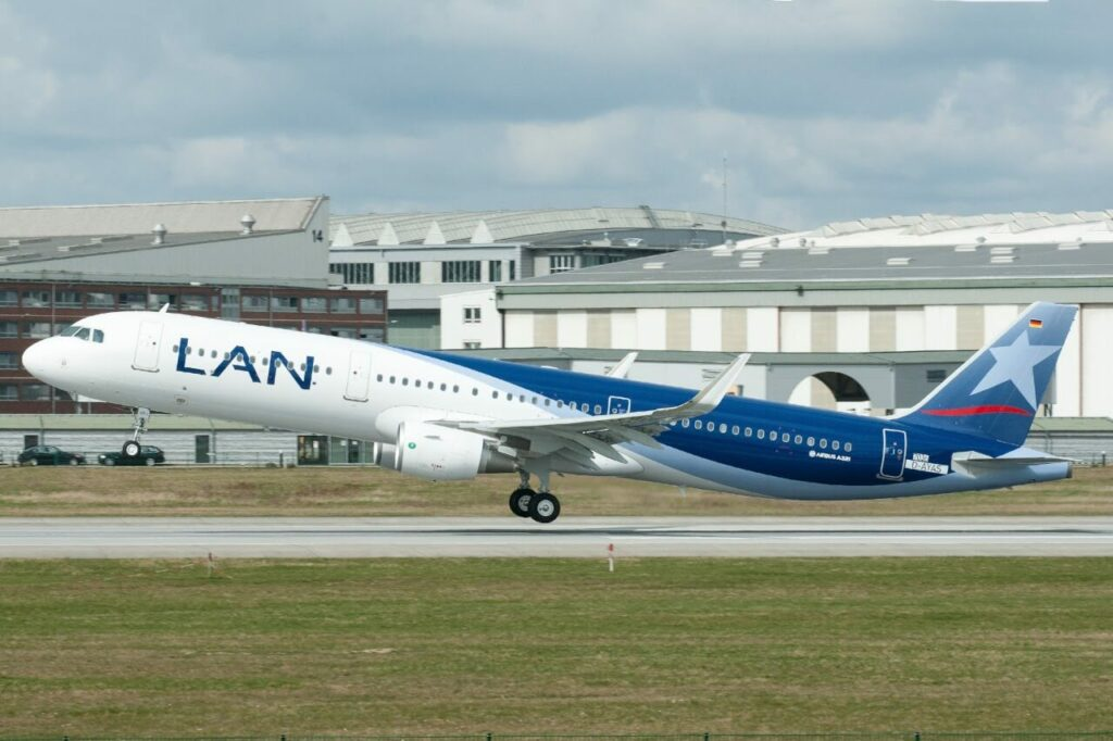 Airbus A321 211SL LATAM Airlines Chile LAN CC BEJ at Hamburg