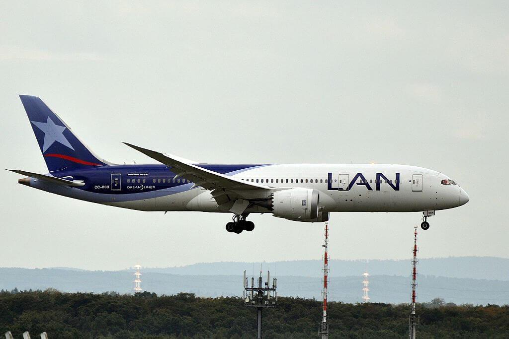 Boeing 787 8 Dreamliner LATAM LAN Airlines CC BBB at Frankfurt Airport