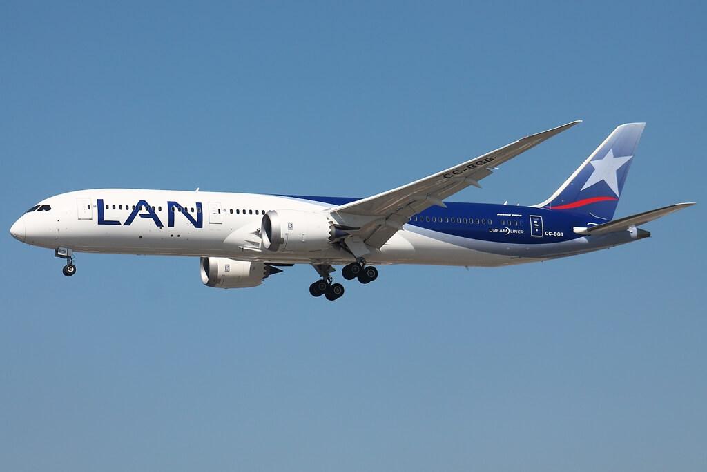 Boeing 787 9 Dreamliner LAN Airlines LATAM CC BGG