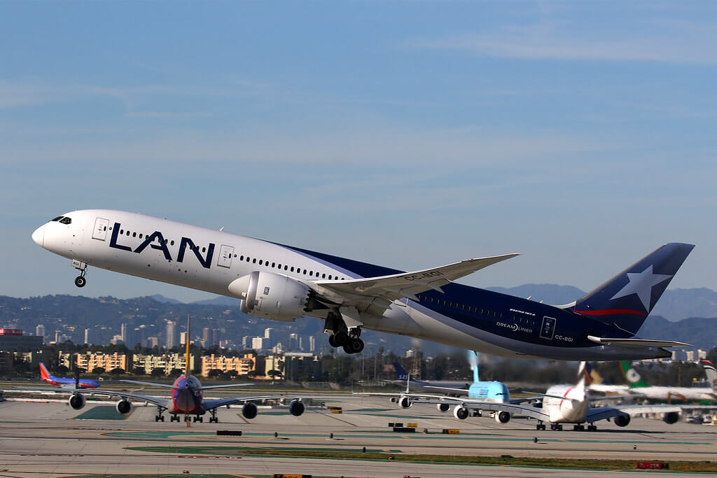 CC BGI LATAM Airlines Chile LAN Boeing 787 9 Dreamliner