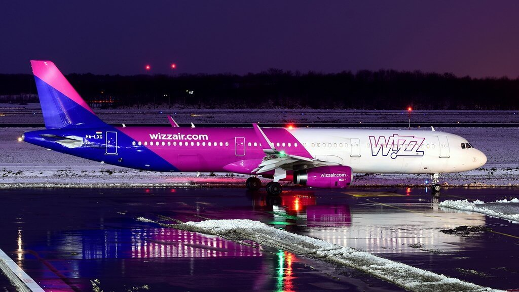 HA LXG Wizzair Airbus A321 200 at EIN EHEH Eindhoven