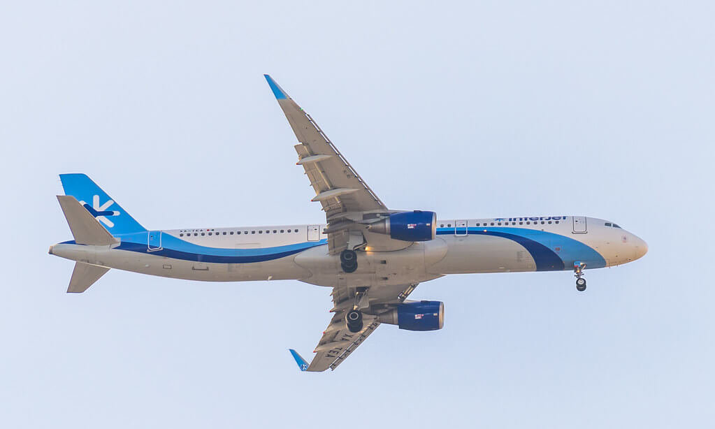 Interjet Airbus A321 211 XA TEA Landing in Mexico City International Airport