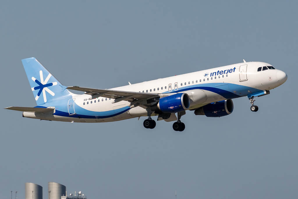 Interjet XA DOS Airbus A320 214 at George Bush Intercontinental Airport