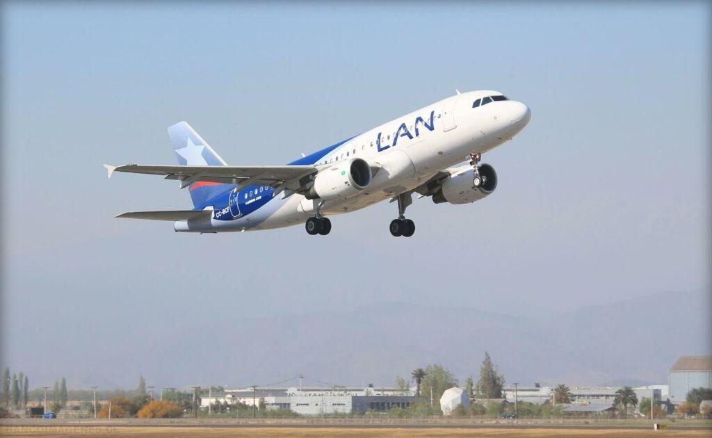 LAN AIRLINES LATAM AIRBUS A319 112 CC BCF at Aeropuerto de Santiago