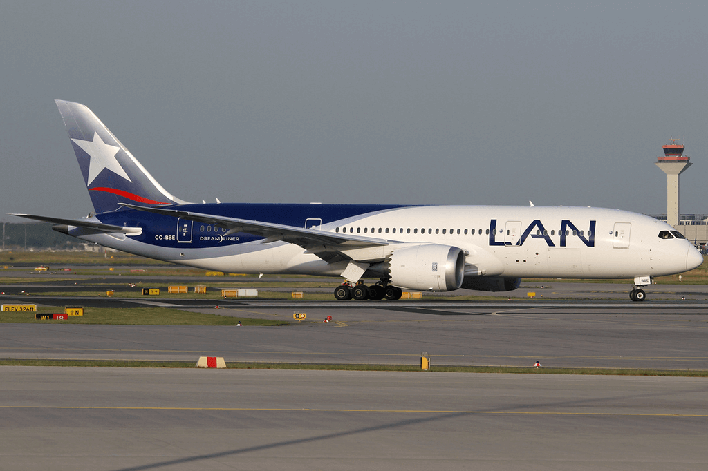 LAN Airlines LATAM Boeing 787 8 Dreamliner CC BBE at Frankfurt Airport