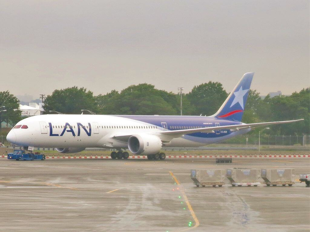 LAN Airlines LATAM Boeing 787 9 Dreamliner CC BGB at John F. Kennedy International Airport