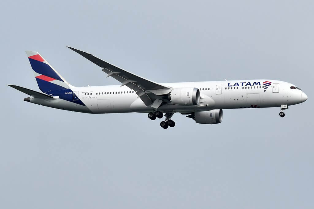 LATAM Airlines CC BGE Boeing 787 9 Dreamliner at John F. Kennedy International Airport