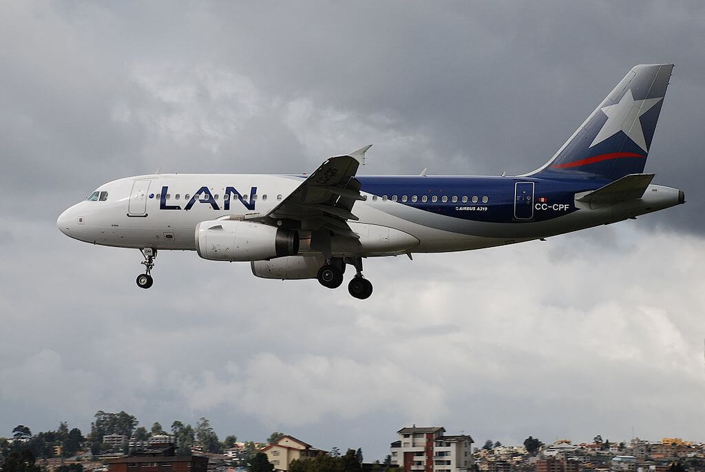LATAM LAN Airbus A319 132 CC CPF at Old Mariscal Sucre International Airport