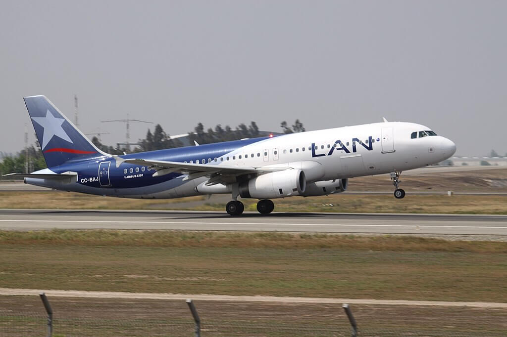 LATAM LAN Airbus A320 200 CC BAJ at Comodoro Arturo Merino Benítez International Airport