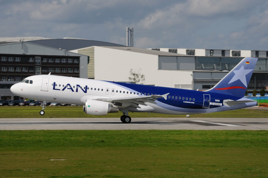 LATAM LAN CC BAQ Airbus A320 214 at Hamburg