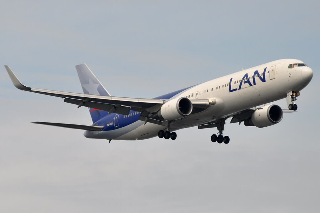 LATAM LAN Chile Boeing 767 300ER CC BJA at ohn F. Kennedy International Airport JFK