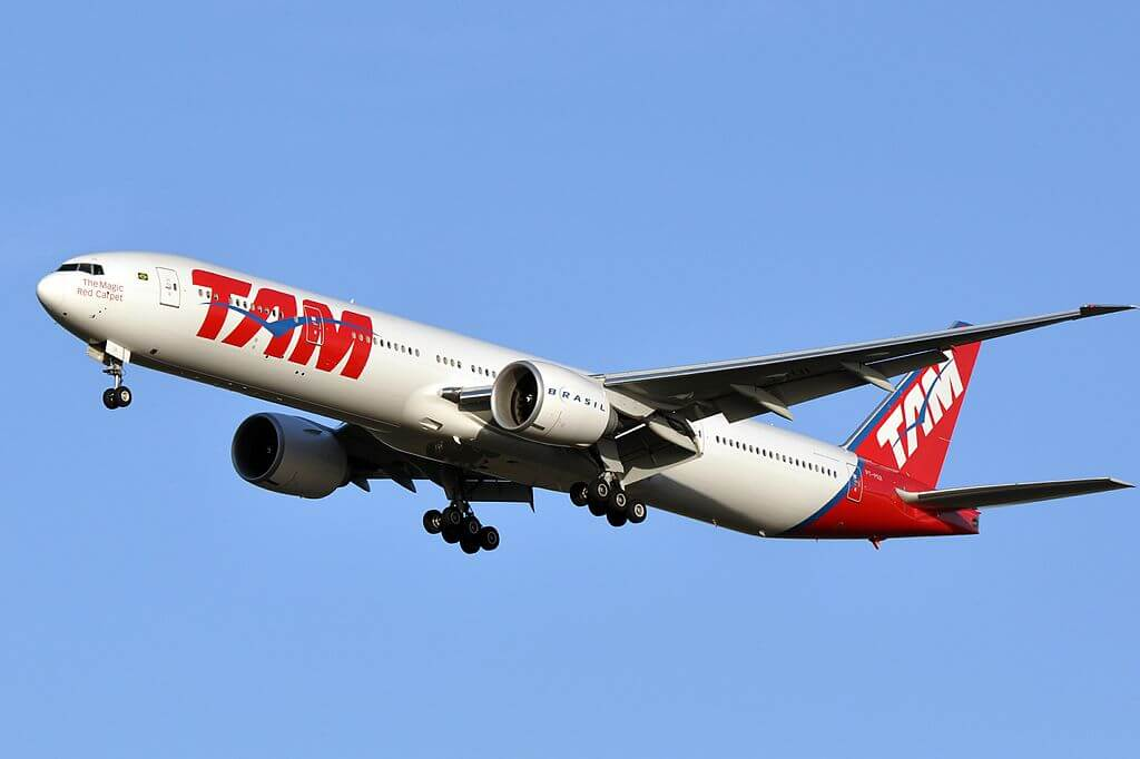 PT MUI Boeing 777 300ER TAM Linhas Aéreas LATAM at Paris Charles de Gaulle Airport
