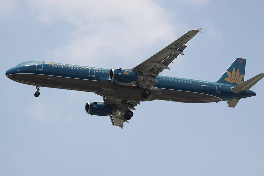 VN A329 Airbus A321ceo Vietnam Airlines at Tan Son Nhat International Airport