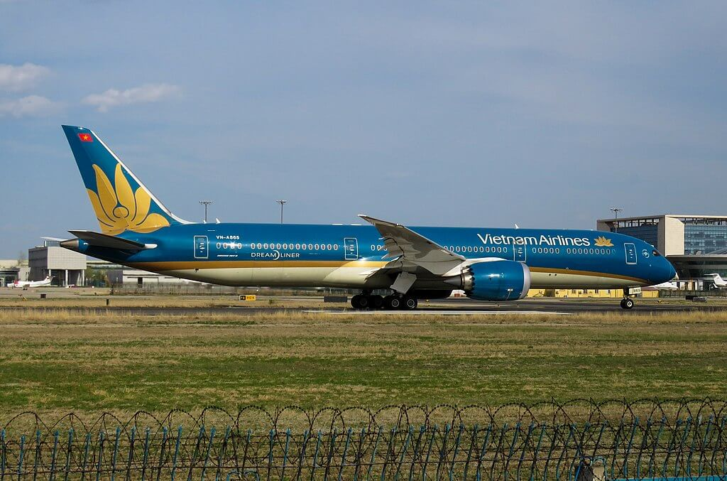 VN A865 Boeing 787 9 Dreamliner Vietnam Airlines at Beijing Capital International Airport