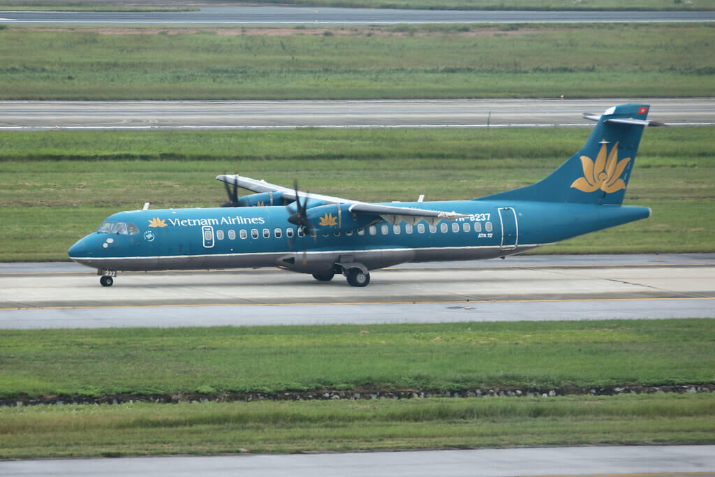 VN B237 Vietnam Airlines ATR 72 500 at Hanoi