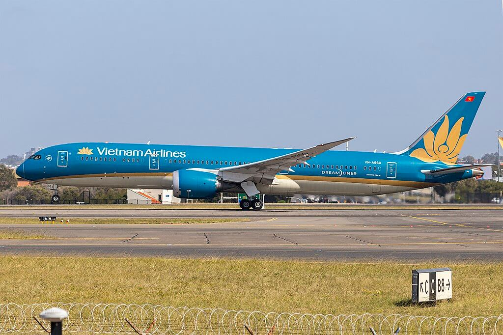 Vietnam Airlines VN A863 Boeing 787 9 Dreamliner at Sydney Airport