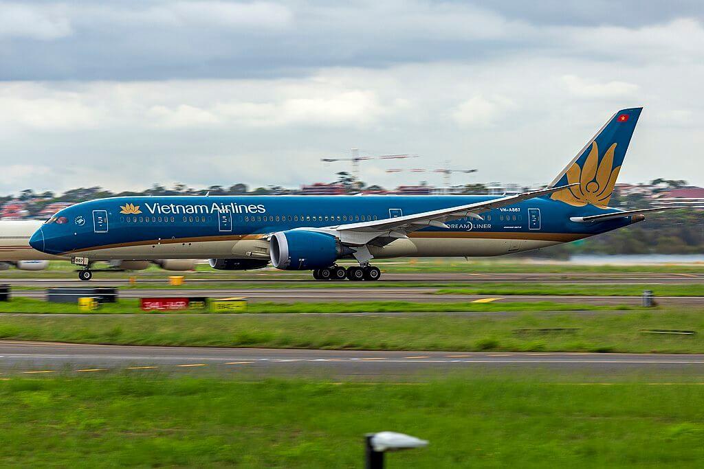 Vietnam Airlines VN A867 Boeing 787 9 Dreamliner departing Sydney Airport