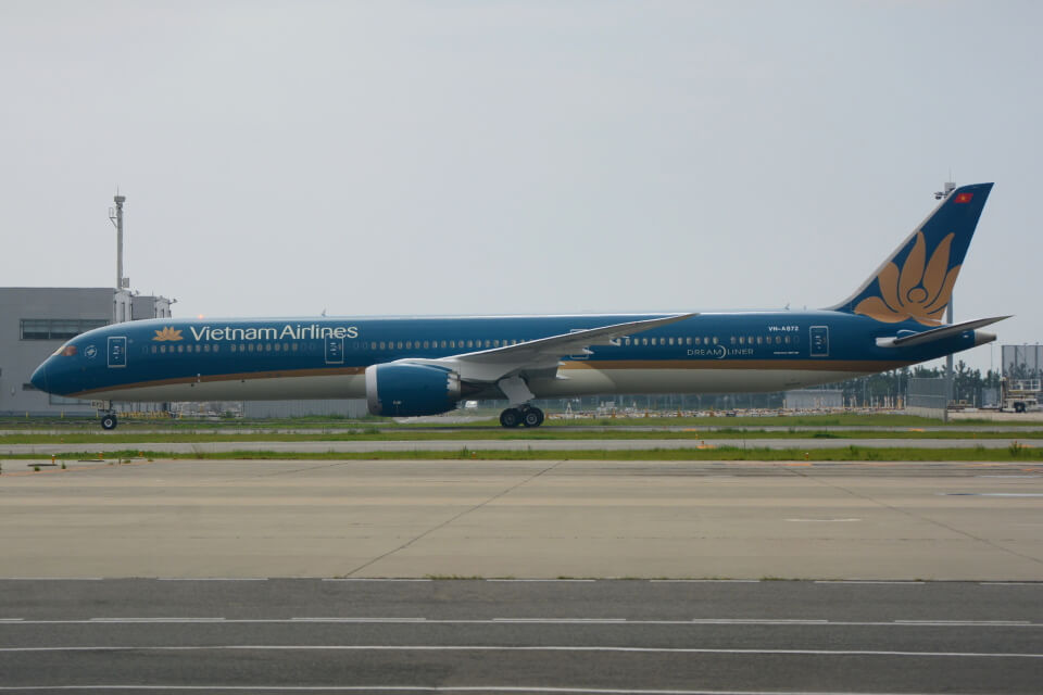 Vietnam Airlines VN A872 Boeing 787 10 Dreamliner at Narita Airport