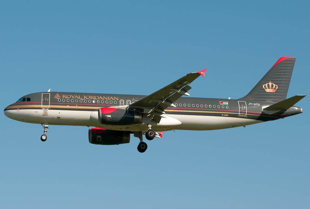 Airbus A320 232 Royal Jordanian JY AYU Salt at Fiumicino Airport