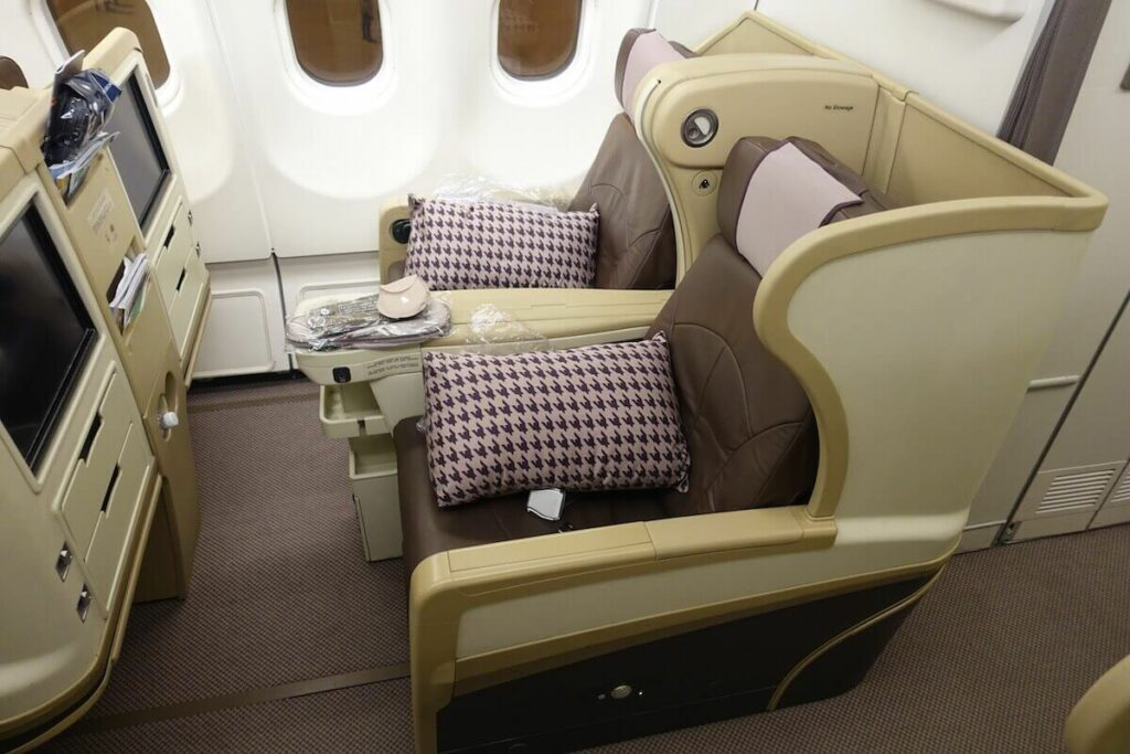 Singapore Airlines Airbus A330 300 business class seats layout