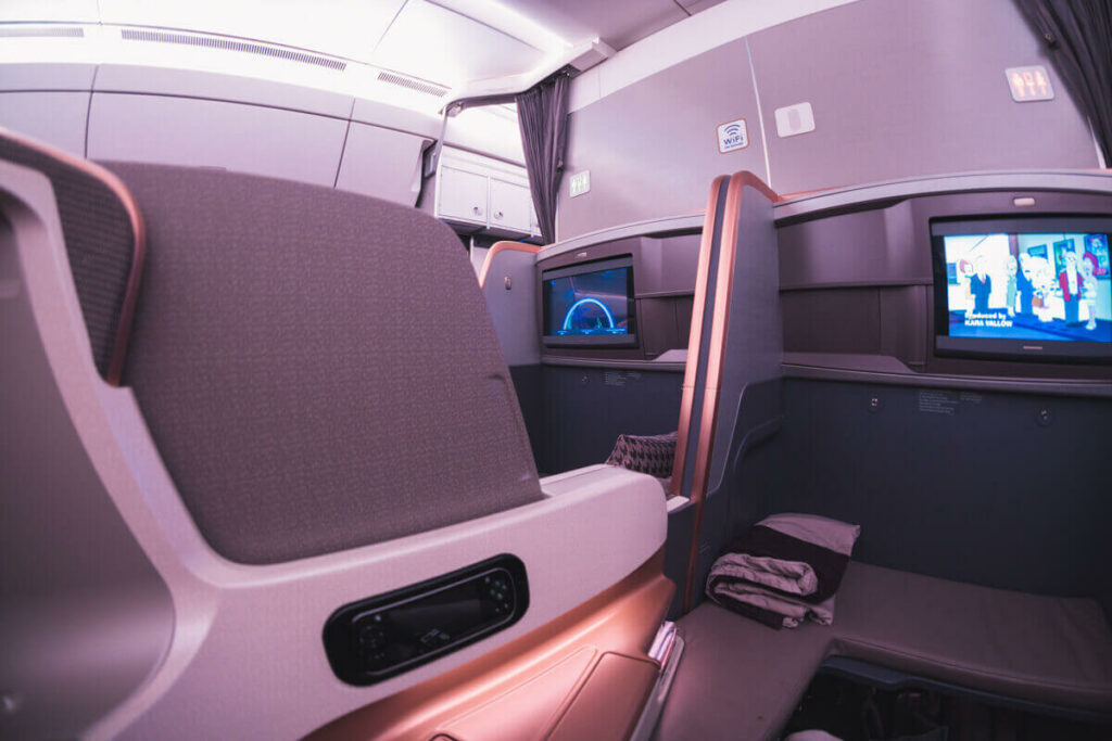 Singapore Airlines Airbus A350 900 Business Class Middle Seat Privacy Screen