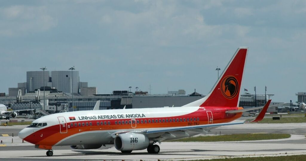 TAAG Angola Airlines D2 TBJ Boeing 737 700 Luena