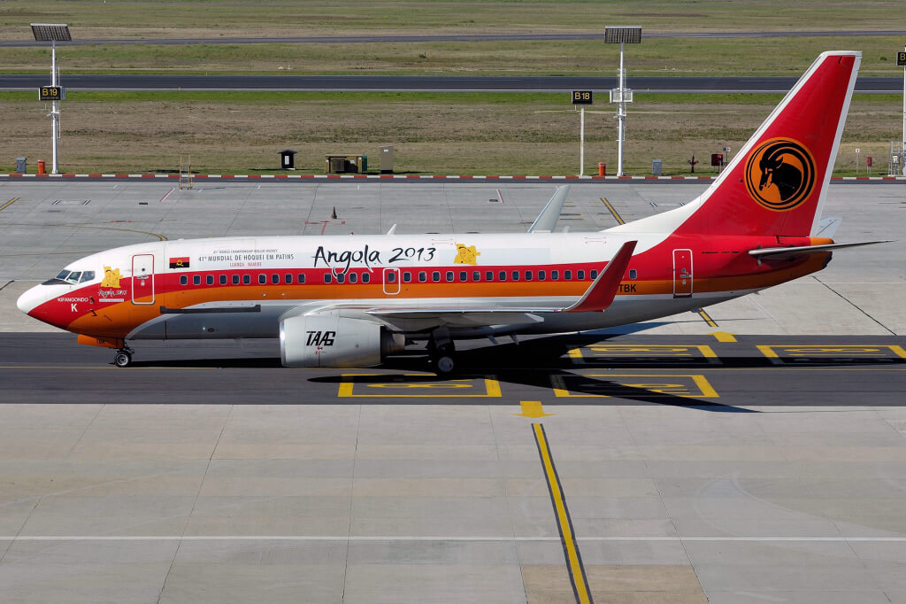 TAAG Angola Airlines D2 TBK Boeing 737 700 Kifangondo at Cape Town
