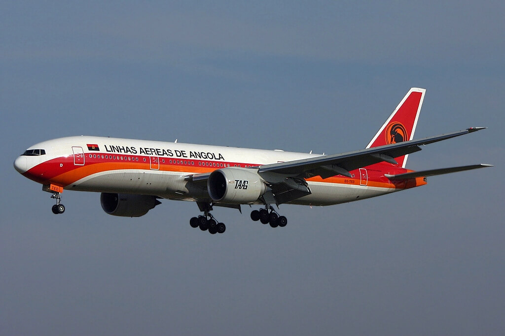 TAAG Angola Airlines D2 TED Boeing 777 2M2ER 11 De Novembro at Lisbon